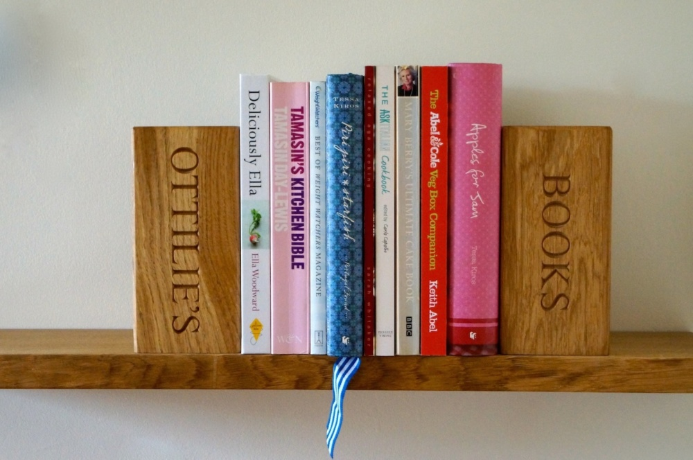 personalised-wooden-bookends-makemesomethingspecial.co.uk
