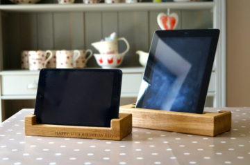 tablet-holders-oak-makemesomethingspecial.com