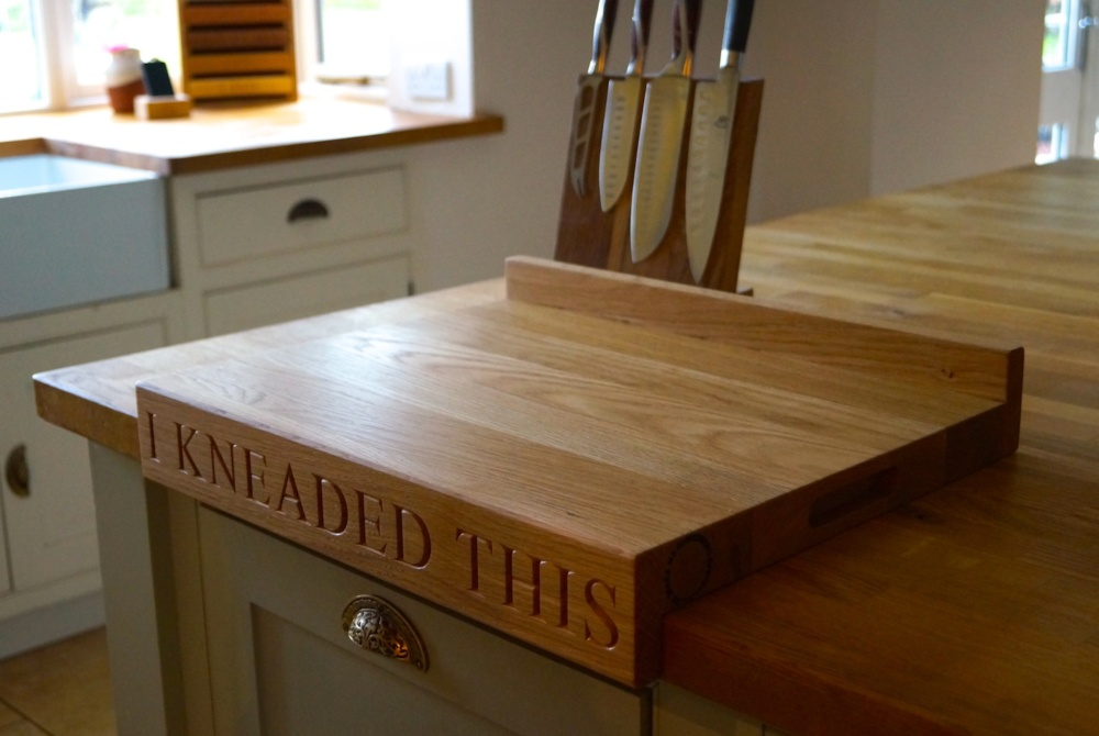 oak-chopping-board-with-lipped-edge-makemesomethingspecial