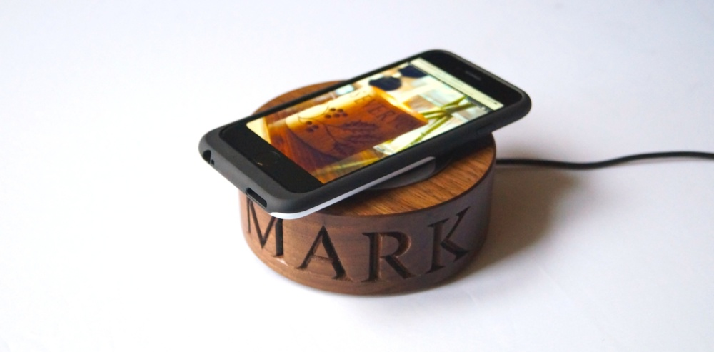 personalised-wooden-smartphone-wireless-chargers-makemesomethingspecial.co. uk. Our personalised 5th Wedding anniversary ...