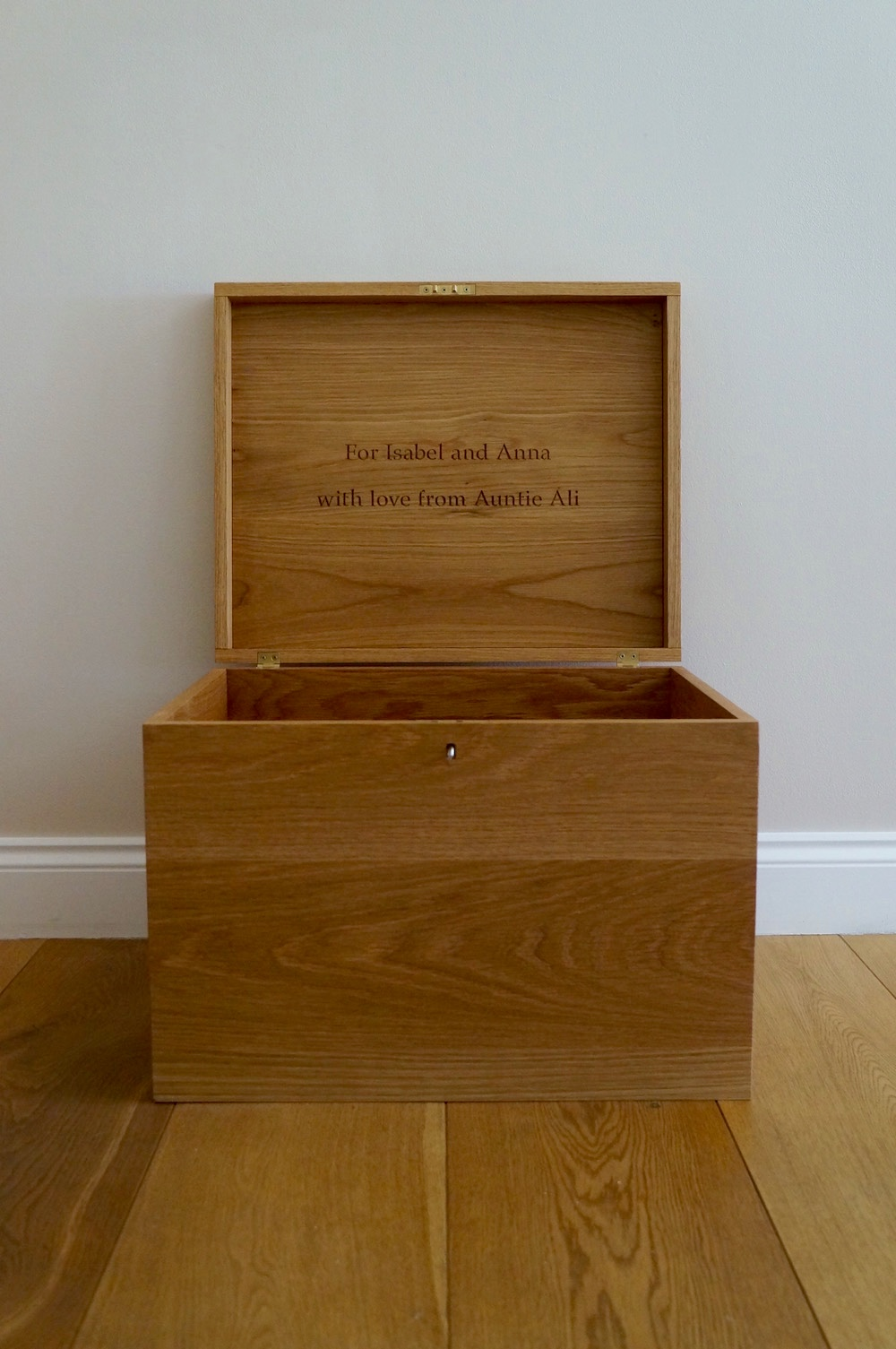 personalised-wooden-box-with-lock-makemesomethingspecial.com