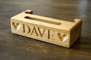 personalised-wooden-mobile-phone-holders-makemesomethingspecial.com