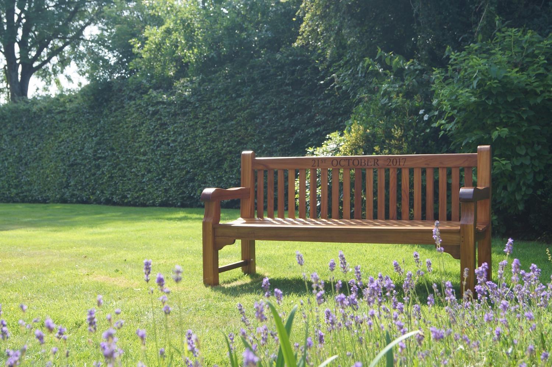 handmade-wooden-benches-makemesomethingspecial.com