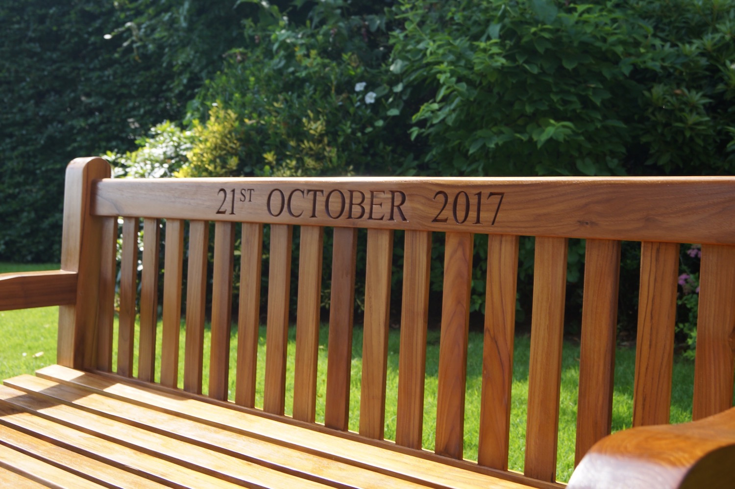 Personalised Park Memorial Benches - Makemesomethingspecial.com