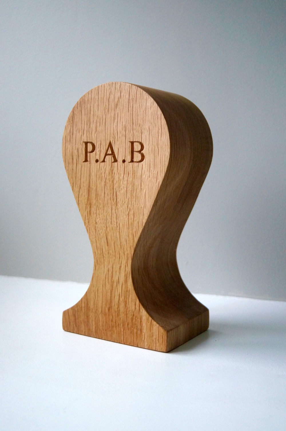 personalised-wooden-head-phones-stand-uk-makemesomethingspecial.com