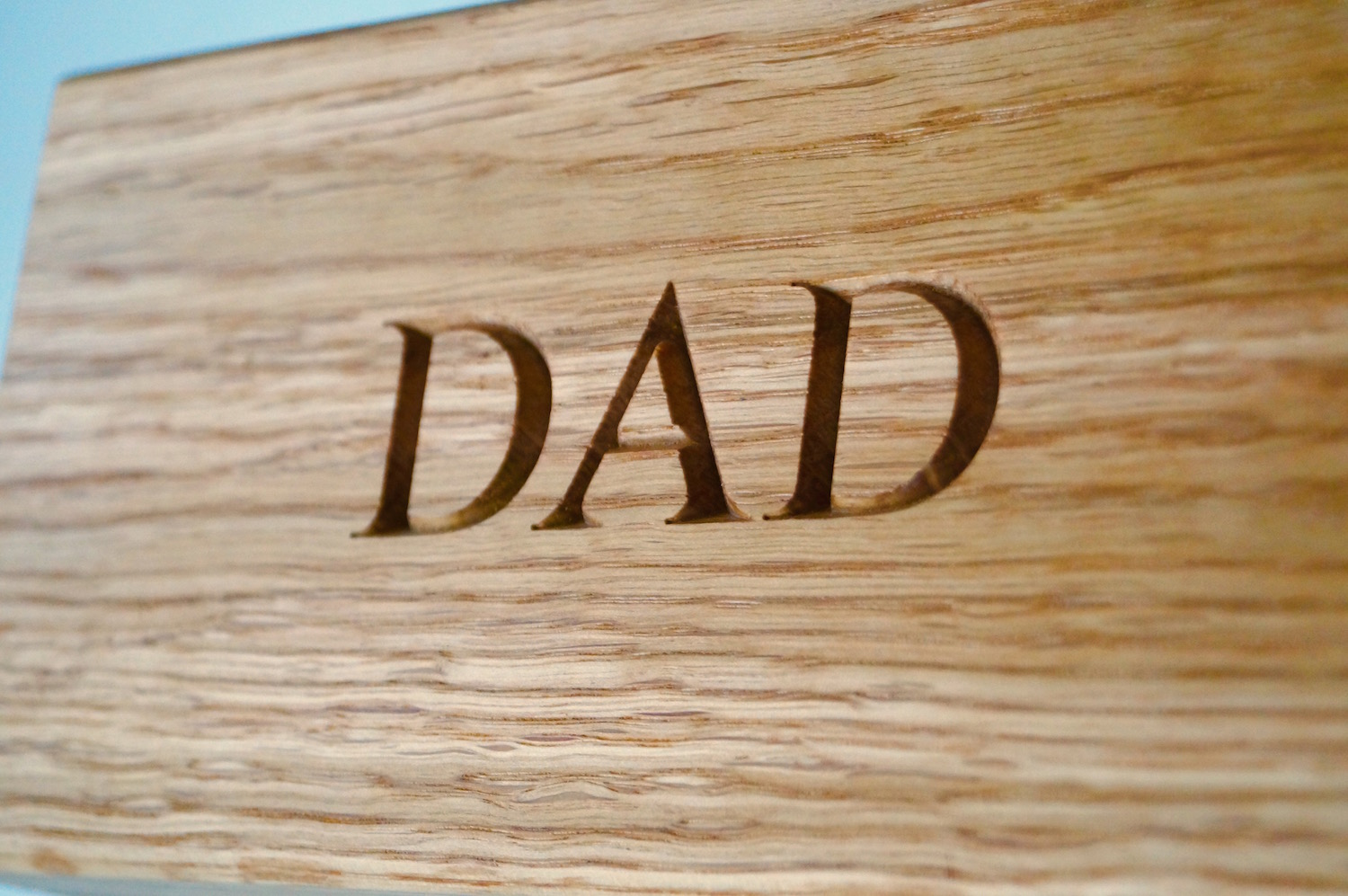 engraved-wooden-memory-boxes-makemesomethingspecial.com