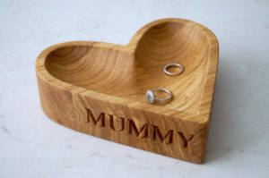 personalised-wooden-heart-shaped-bowl-makemesomethingspecial.com