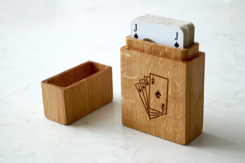 personalised-wooden-playing-card-box-makemesomethingspecial.com
