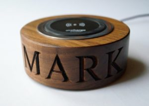 personalised-corporate-christmas-gifts-walnut-wireless-phone-charger-makemesomethingspecial.co_.uk_-min