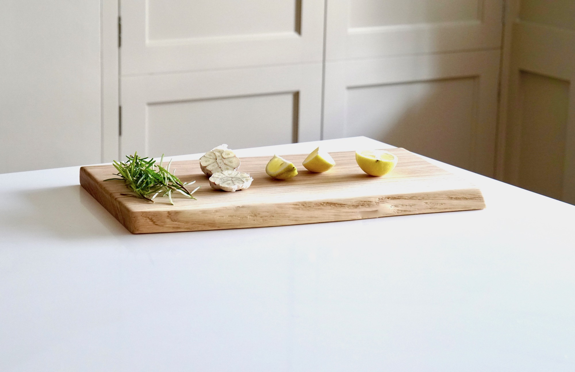 personalised-live-edge-oak-chopping-boards-makemesomethingspecial