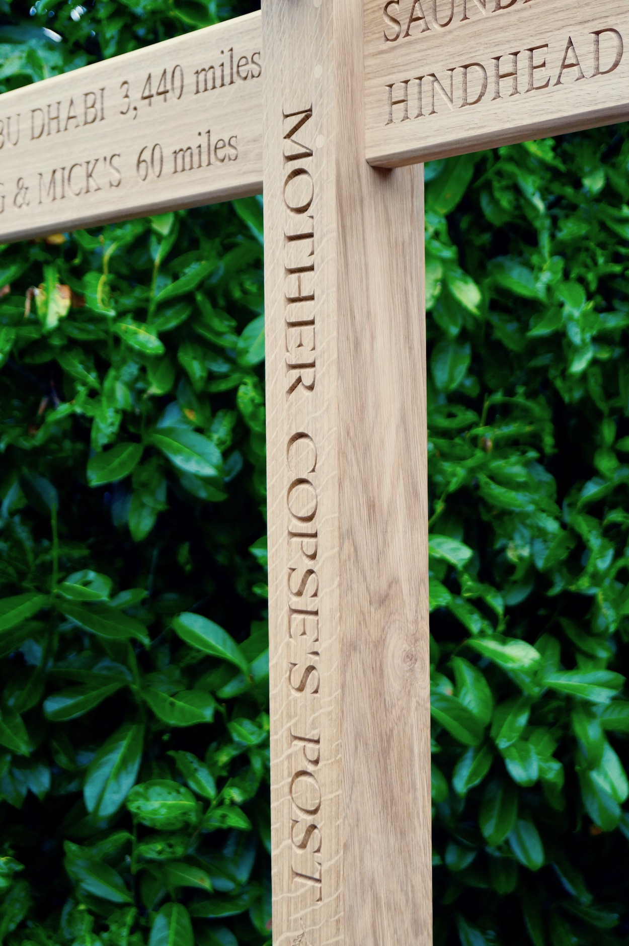 engraved-oak-pointing-sign-posts